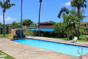 El Faro Pool with Tres Amigos Bar