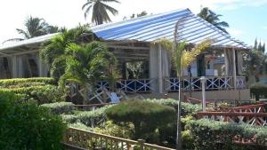 Olas y Arena Restaurant