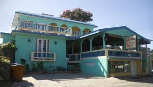 The Lazy Parrot Inn and Mini Resort