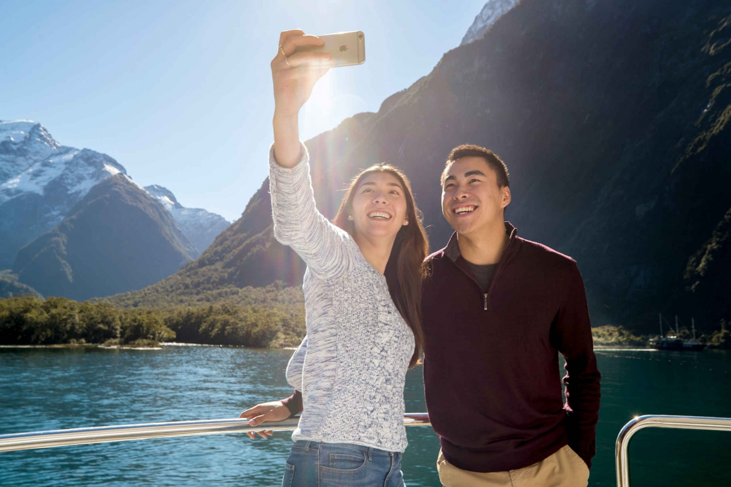 Milford Sound Coach & Scenic Cruise w/ Lunch from Queenstown