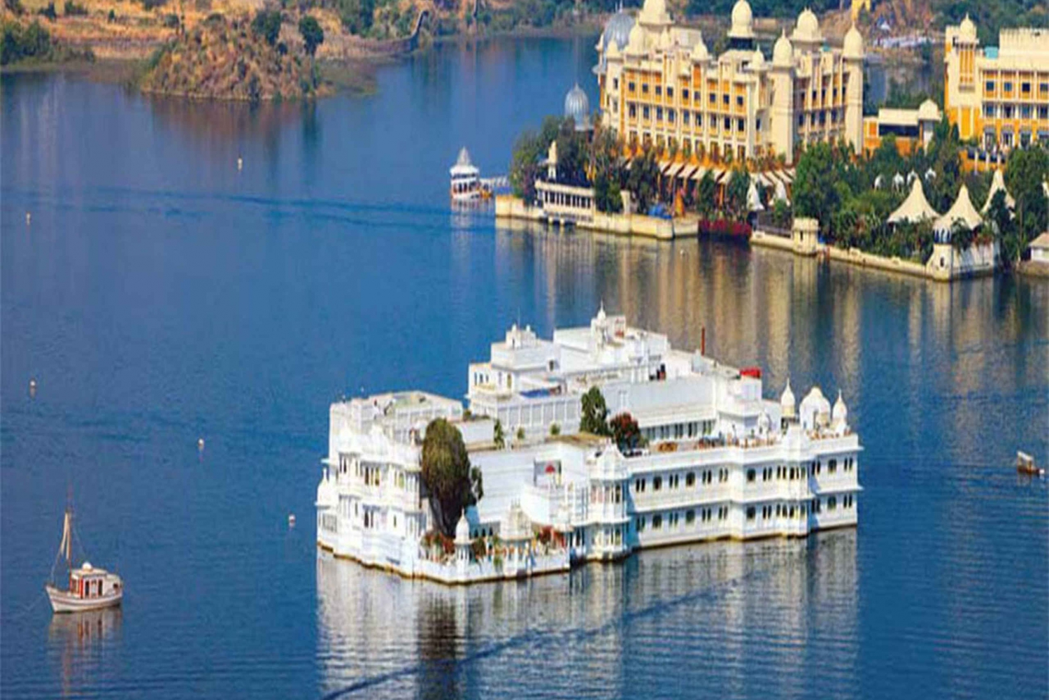 Lake Pichola: Evening Boat ride with Private Transfers
