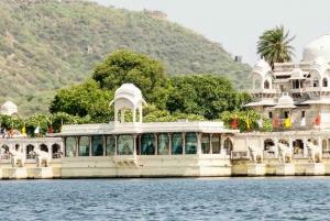 Udaipur: City Palace Museum Tour and Lake Pichola Boat Tour