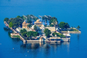 Udaipur: Guided Ghat Tour and Boat Ride