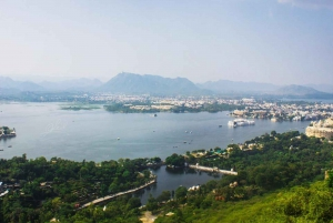 Udaipur: Highlights of Udaipur, Guided Half-Day Car Tour
