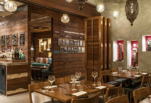 At the Austur India Fjelagid in Reykjavik, the simple, wood-clad decor and bar, reminiscent of Scandinavian Minimalism, perfectly blends with the authentic Indian design elements, in a beautiful example of East-Meets-North
