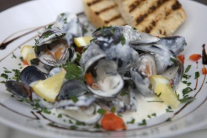 White wine boiled mussels