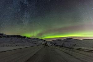 From Reykjavik: Northern Lights Minibus Tour