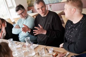 Reykjavik: Exclusive Dinner with a Local Family