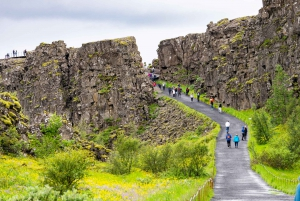 Reykjavík: Golden Circle and Blue Lagoon Small Group Tour