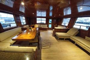 Reykjavik: Northern Lights Luxury Yacht Tour