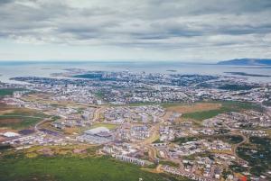 Reykjavik: Panoramic Helicopter Flight with Summit Landing