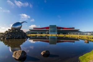 Reykjavik: Private Luxury Airport Transfer Service
