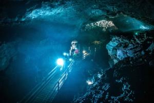 Reykjavik: Silver Circle, Lava Cave, Waterfalls & Sagas Tour