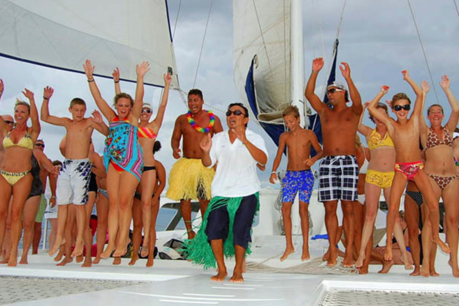 4-Hour Luxury Catamaran Cruise from Puerto Aventuras