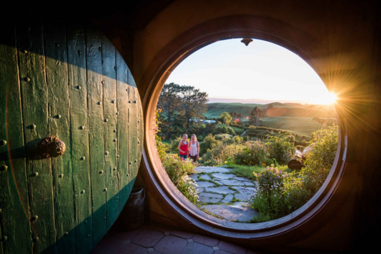 Hobbiton and Waitomo Caves Full-Day Tour from Rotorua