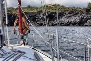 Catania: Full-Day Boat Trip to Acitrezza with Lunch