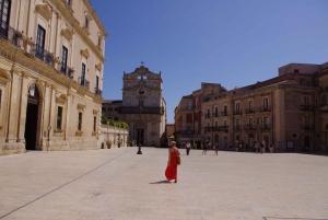 Ortigia: Private Walking Tour and Boat Trip
