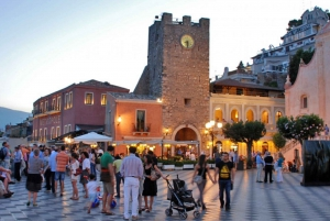 Taormina: Sunset Walking Tour & Aperitif on Rooftop Terrace
