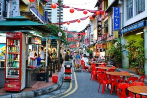 Singapore Chinatown Night Tour: Dinner, Trishaw & Boat Ride