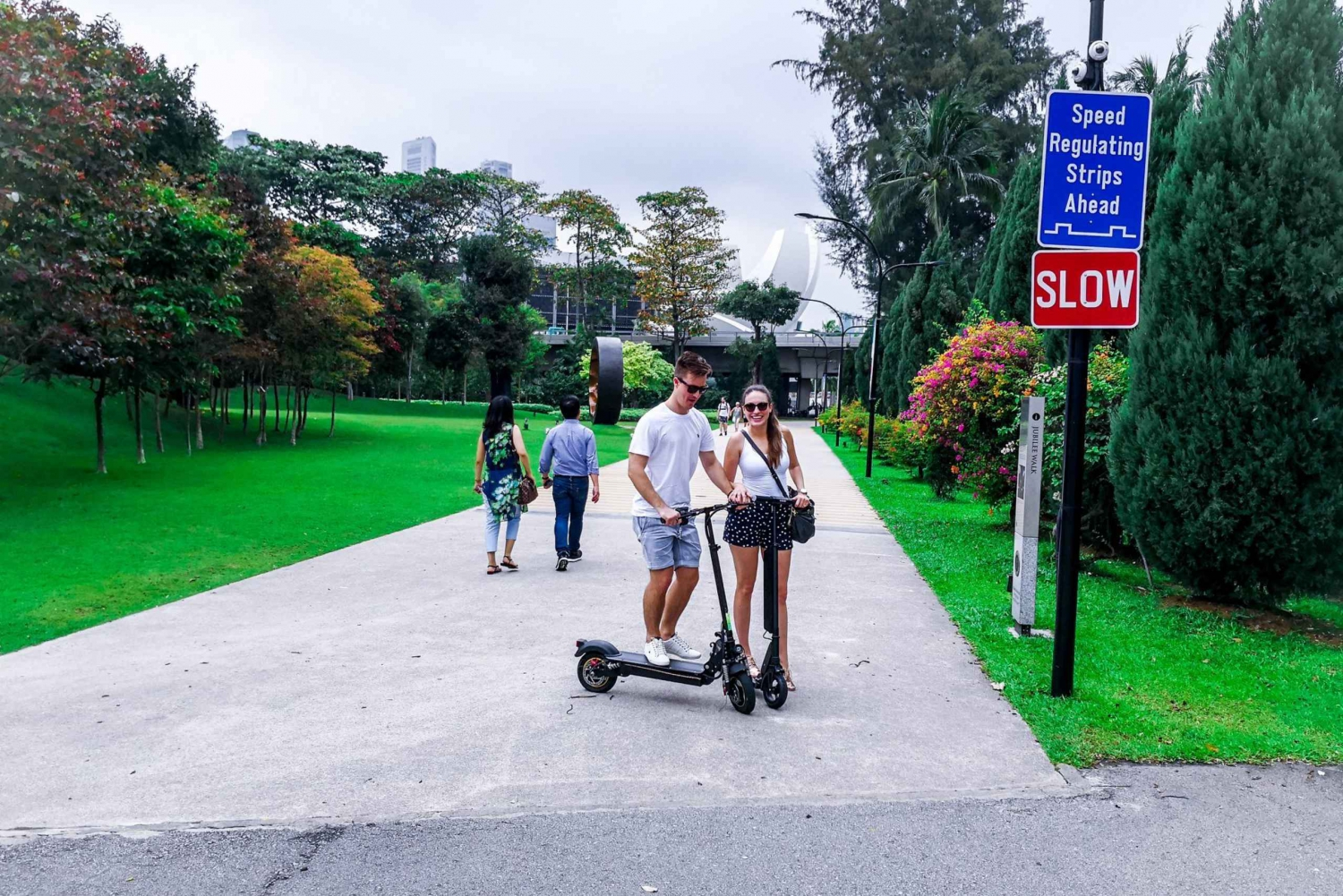 Singapore E-Scooter Tour: Secrets of Marina Bay
