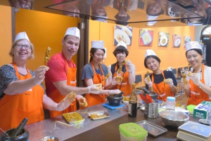 Singapore: Hands-on Cooking Class with Cultural Immersion