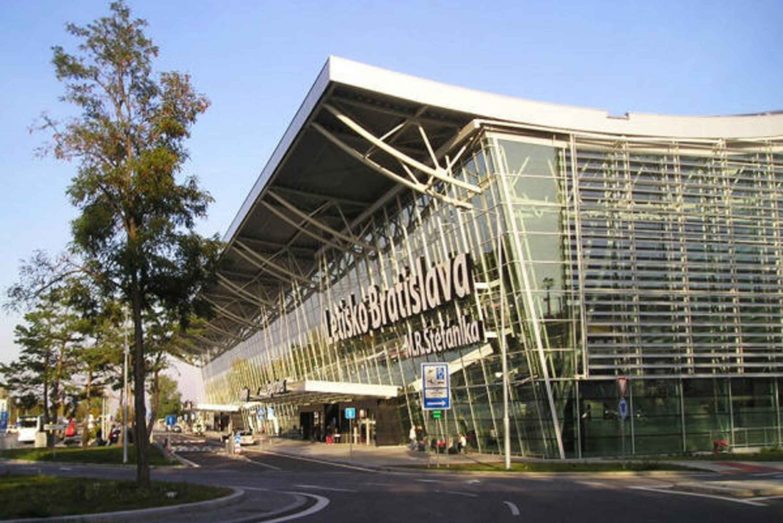 Bratislava: 2-Way Private Airport Transfer