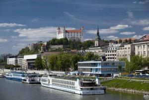 Bratislava: Grand City Guided Tour