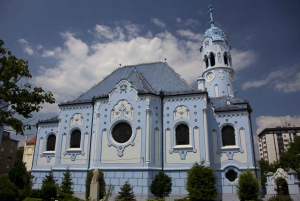 Bratislava: Riverside, Castle or Complete E-Scooter Tour
