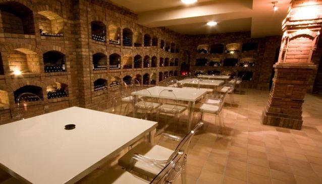 Wine Cellar & Wine Shop Hotel Dolphin