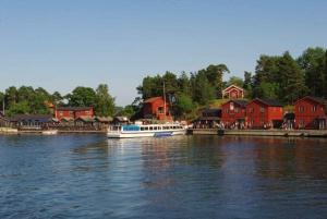 Fjäderholmarna Return Cruise from Stockholm