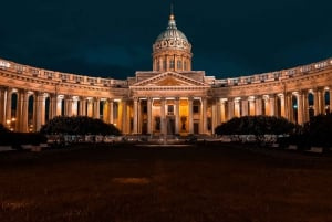 Saint Petersburg: Private Guided Tour with Russian Lunch