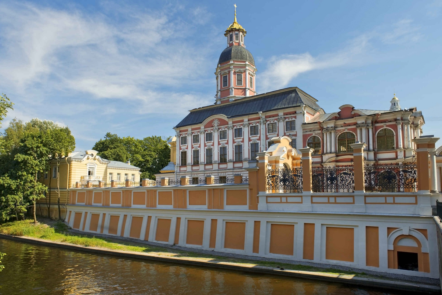 St Petersberg: Alexander Nevsky Lavra Private Tour