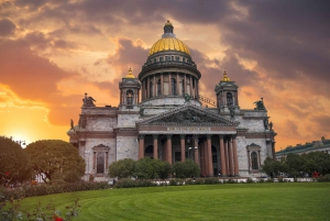 St. Petersburg: City Center Walking Tour with Lunch