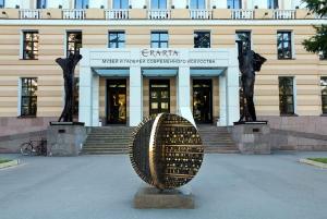 St Petersburg: Erarta Moden Art Museum Guided Tour