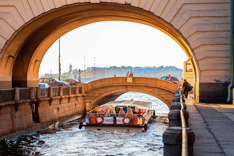 St. Petersburg: Evening Neva Cruise with Live Jazz