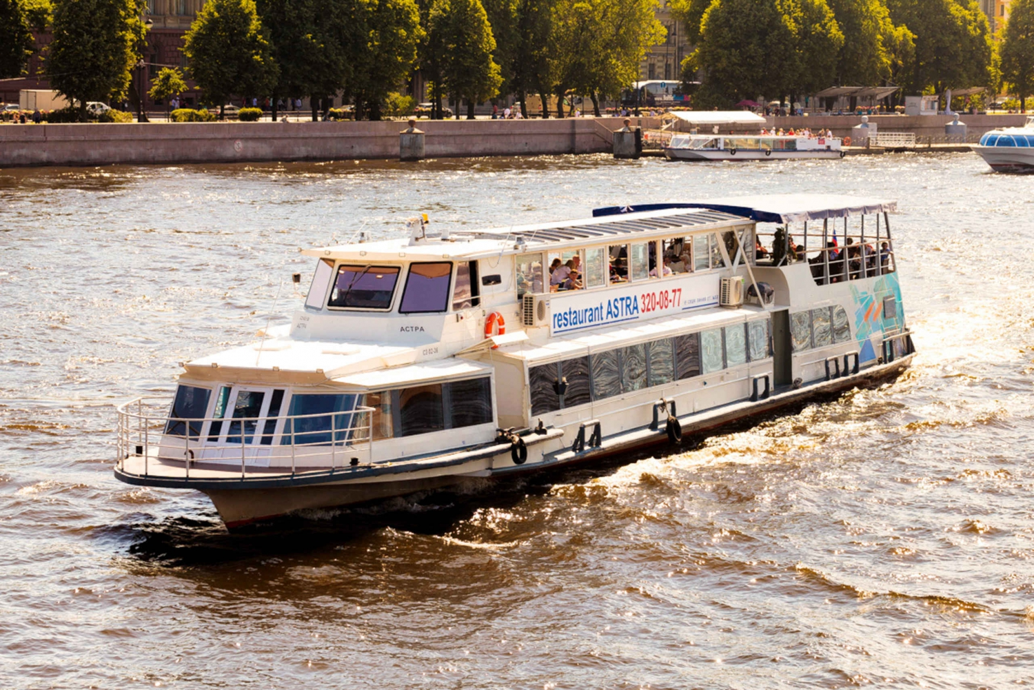 St. Petersburg: Live Jazz River Cruise with Champagne