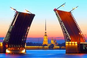 St. Petersburg: Raising Drawbridges Night Boat Tour