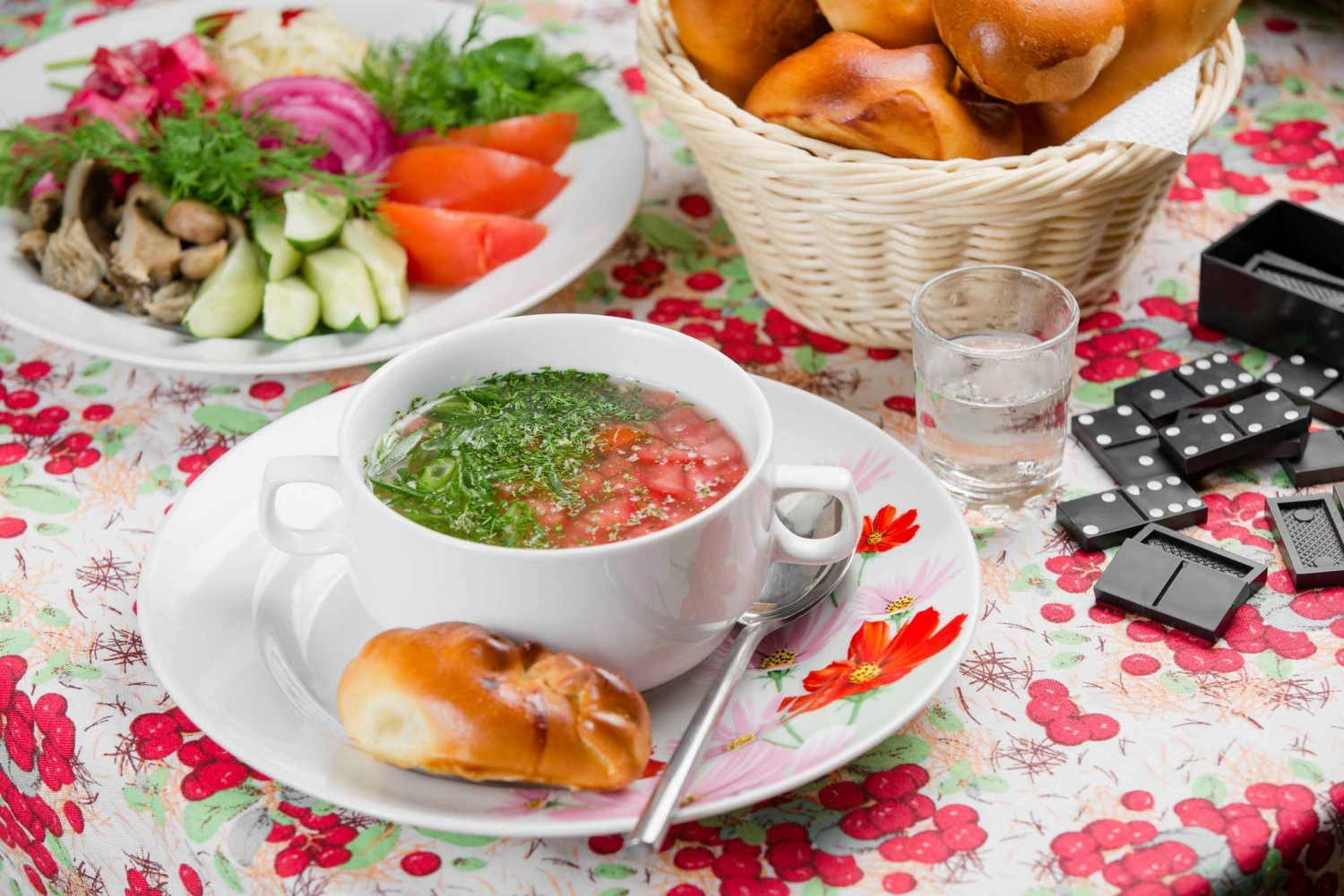 St. Petersburg: Russian Cuisine Excursion (3-course lunch)