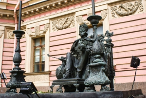 St. Petersburg: Walking Tour with Snacks and Drinks