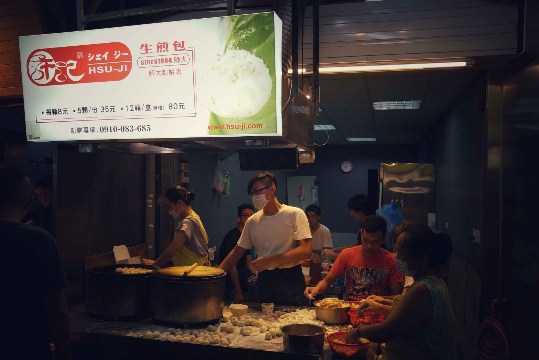 Taipei City: Bike Tour and Night Market