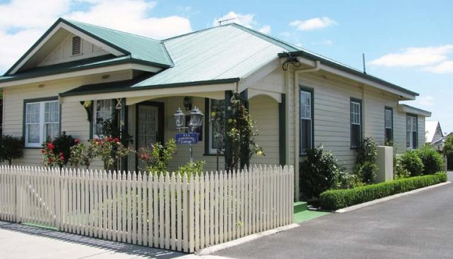 AAA - Ye Olde Post Office Cottage - Smithton