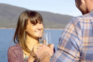 From Coles Bay: Wineglass Bay Cruise with Lunch