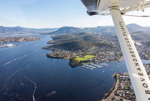 Hobart: 30-Minute Seaplane Scenic Flight