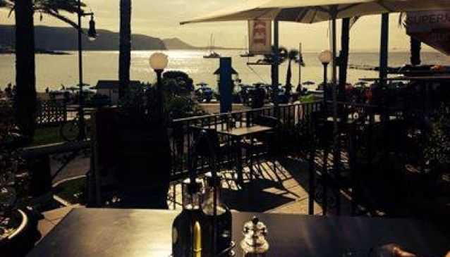Friends Lounge Bar & Restaurant