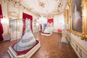 Empress Sisi Day Trip: Hofburg, Niederweiden & Hof Palaces