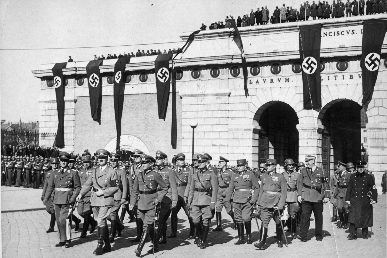 Hitler's 2.5-Hour Historical Walking Tour