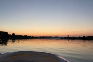 Vienna: Danube Canal Motorboat Sightseeing Tour