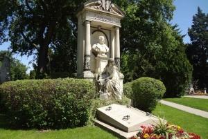 Vienna: Guided Tour of Zentralfriedhof and Bestattungsmuseum