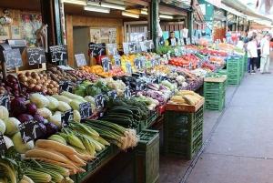 Vienna: Naschmarkt Guided Food Tour