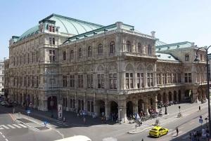 Vienna: Private One-Way Transfer to Cesky Krumlov
